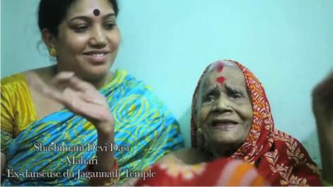 """Screenshot of the documentary """"Odissi des temples à la scène contemporaine - Et les dieux se mirent à danser"""""""