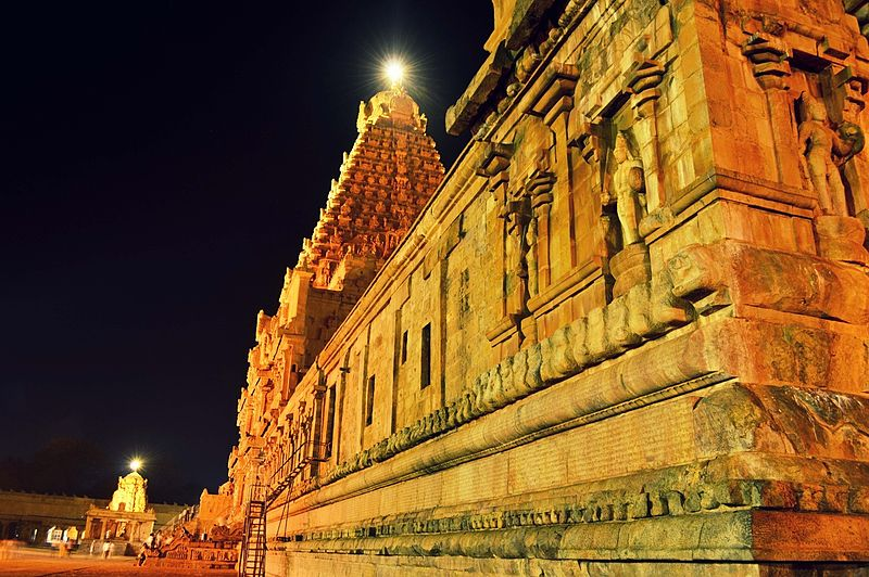 A Dancer S Dialogue With Thanjavur Brihadeshwara Temple Architecture Bharat